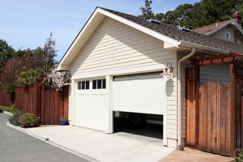 Golden Garage Door Service East Bridgewater, MA 508-687-4803